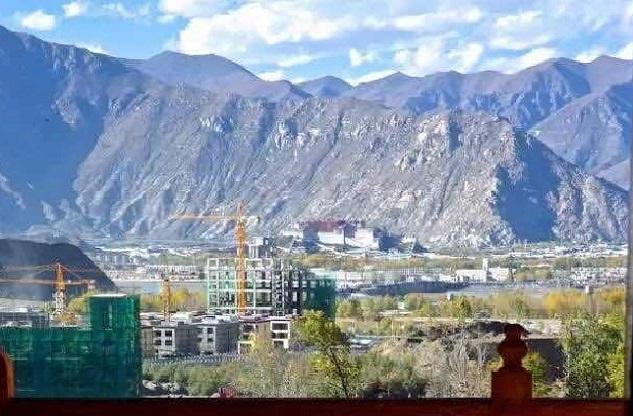 碧山旅行-藏区旅游-远眺布达拉宫