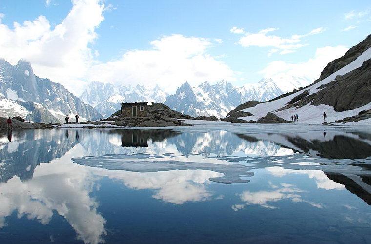碧山旅行-法国旅游-欣赏犹如高山上的明珠的勃朗湖之美