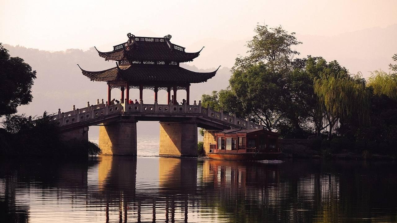 碧山旅行-杭州旅游-欣赏西湖美景