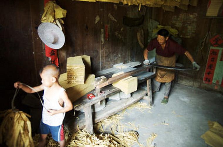 碧山旅行-在石桥的家庭作坊里学习造纸